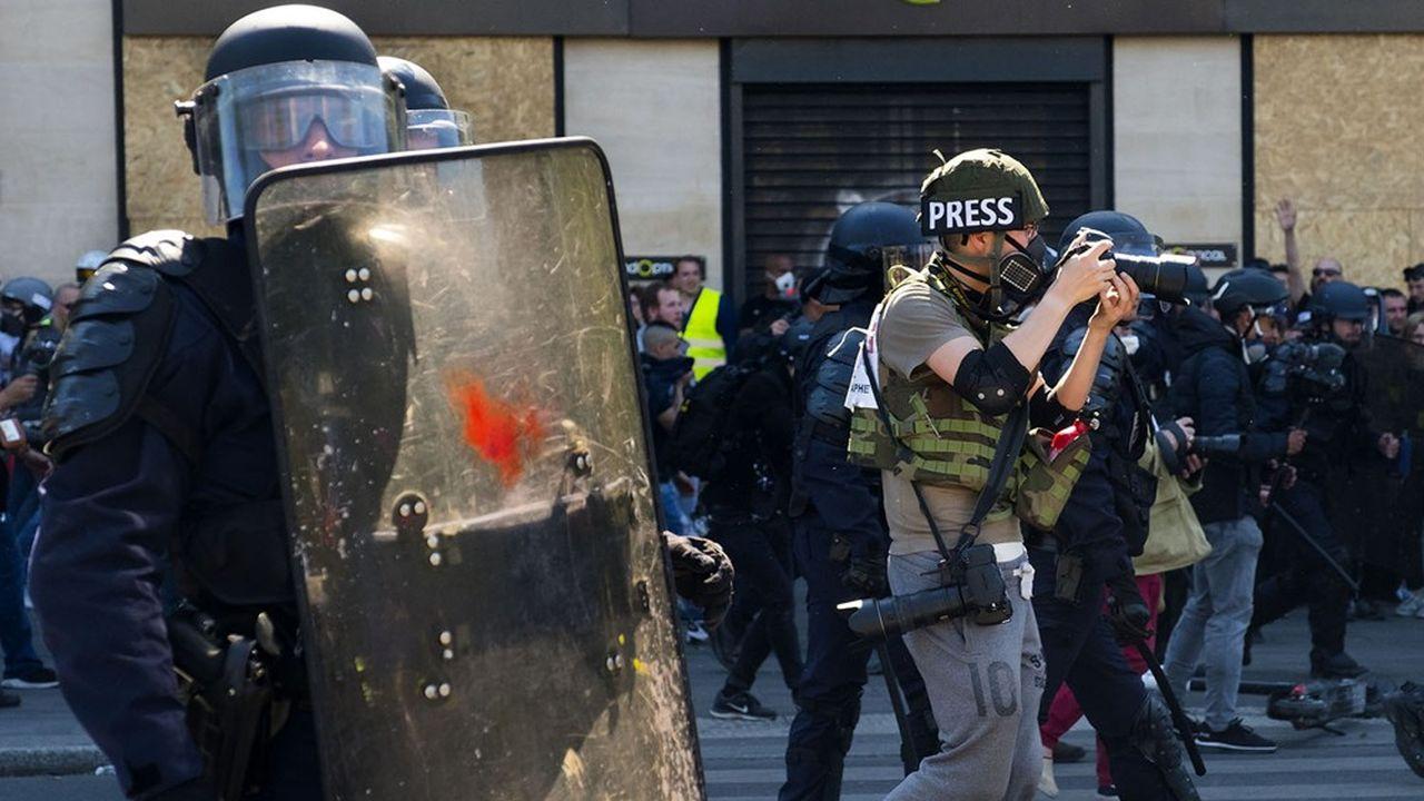 Un photographe de presse lors d'une manifestation à Paris en avril2019.