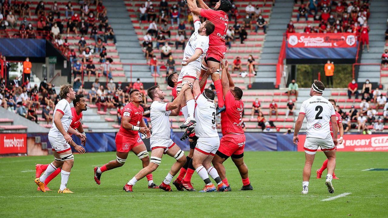 Le rugby professionnel, dont l'économie repose largement sur l'exploitation des stades, souffre tout particulièrement des limitations de capacité. Cela vaut notamment pour le Stade Toulousain, club phare et champion de France en titre de son Top14.