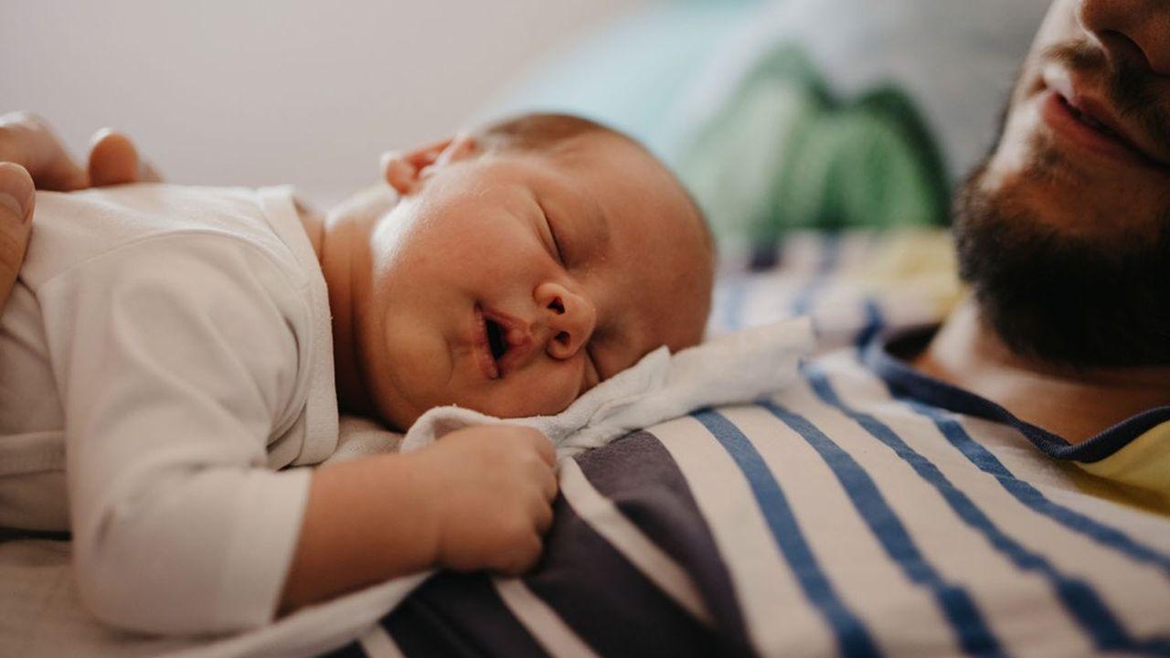 La somme du congé de naissance et du congé de paternité va être portée de 14 à 28jours.