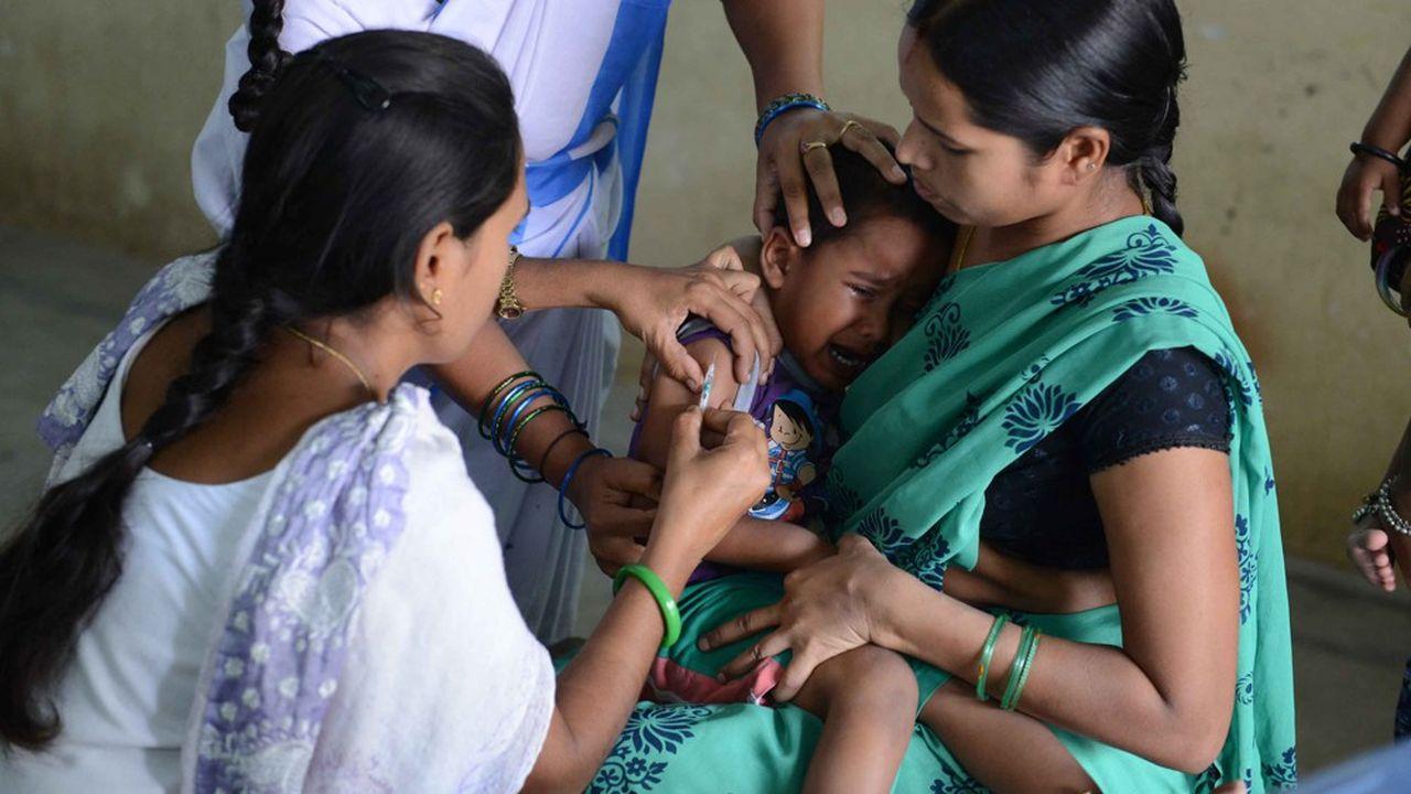 Photo d'illustration. Un enfant indien se fait vacciner contre le virus de la polio, en juin2016.
