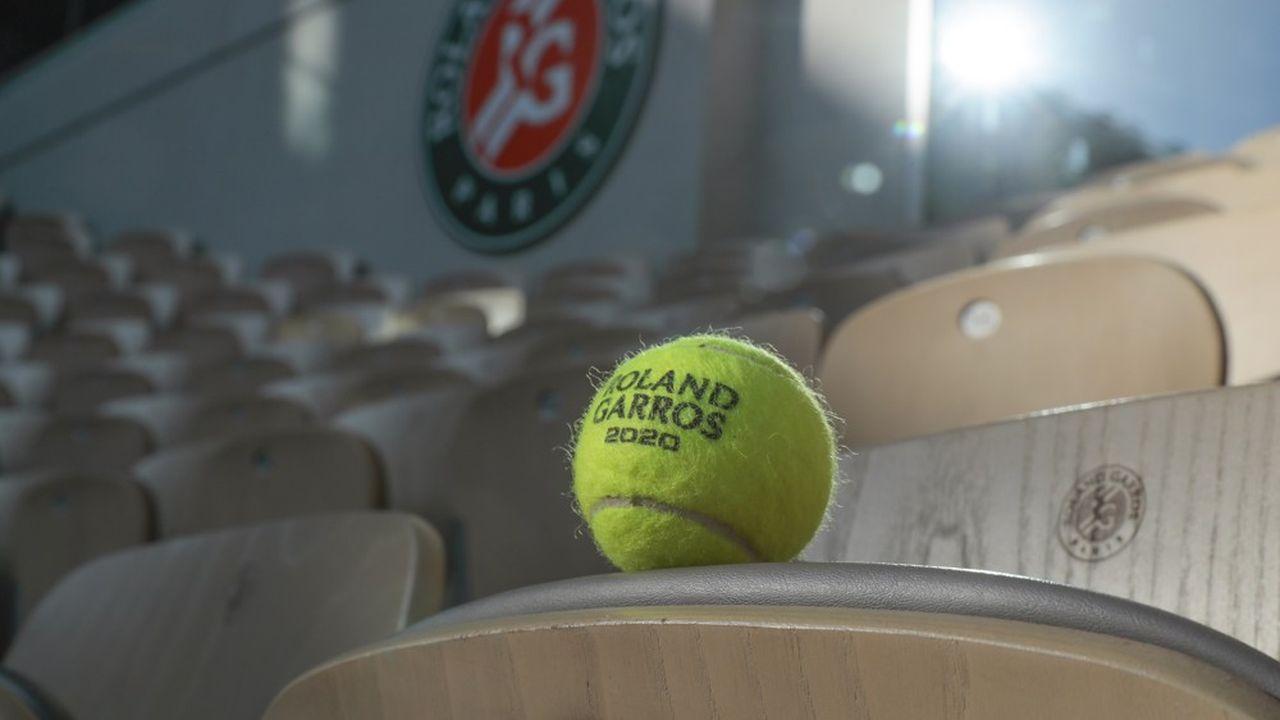 A une semaine du début du tournoi, les autorités ont demandé aux organisateurs de réduire de 11.500 à 5.000 le nombre de spectateurs autorisés chaque jour.