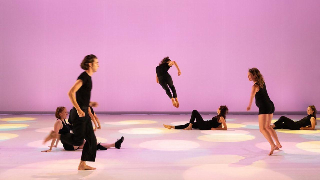 Servi par de nouveaux artistes «So Schnell», le ballet culte de Dominique Bagouet, revisité par Catherine Legrand nous emporte très loin.