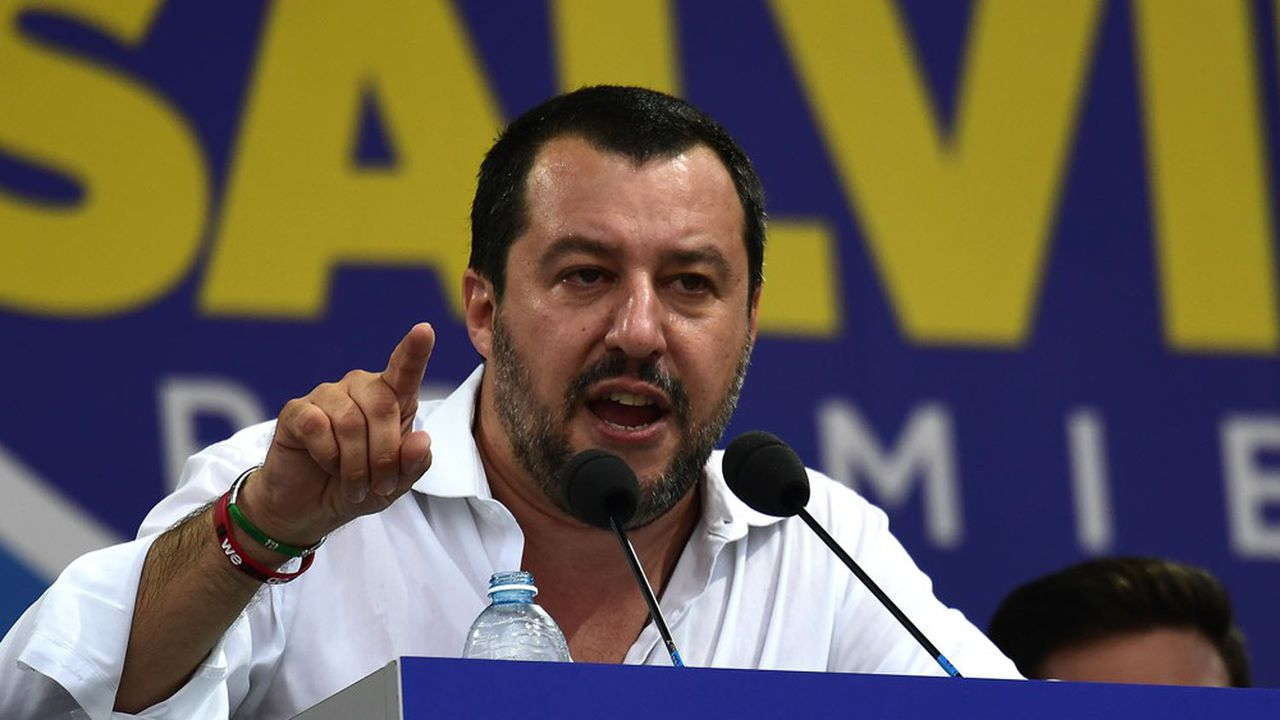 A partir de la mi-2017, la Ligue de Matteo Salvini et la droite de Silvio Berlusconi, qui entretiennent un discours anti-migrants enchaînent les victoires électorales en Italie jusqu'aux législatives de mars2018 qu'ils remportent.