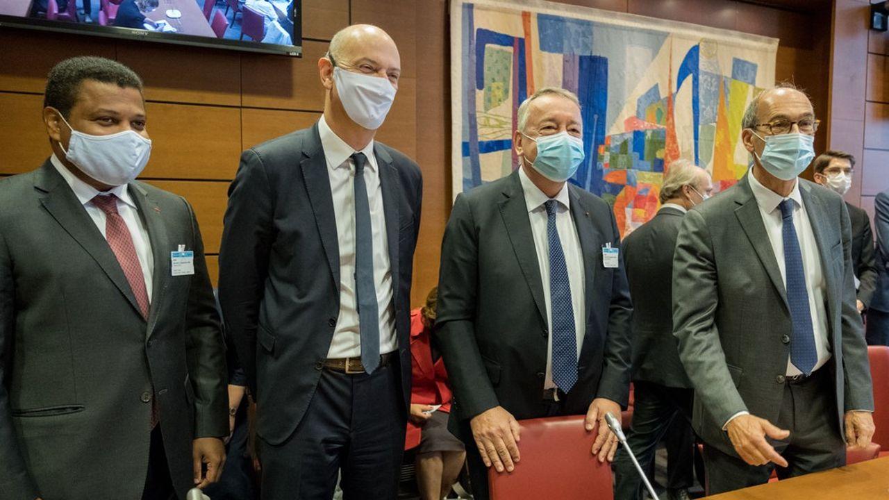Antoine Frérot, PDG de Veolia (deuxième à partir de la droite) et Thierry Déau, patron de Meridiam (à gauche), ont été auditionnés par les députés des commissions des Finances et des affaires économiques sur la possible fusion Veolia-Suez.