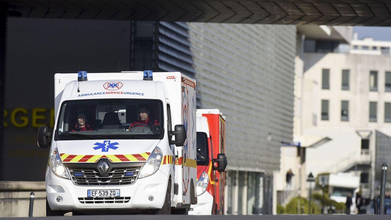 Le manque de digitalisation complique la tâche des ambulanciers, qui courent sans cesse après les fameuses prescriptions médicales de transport (PMT).