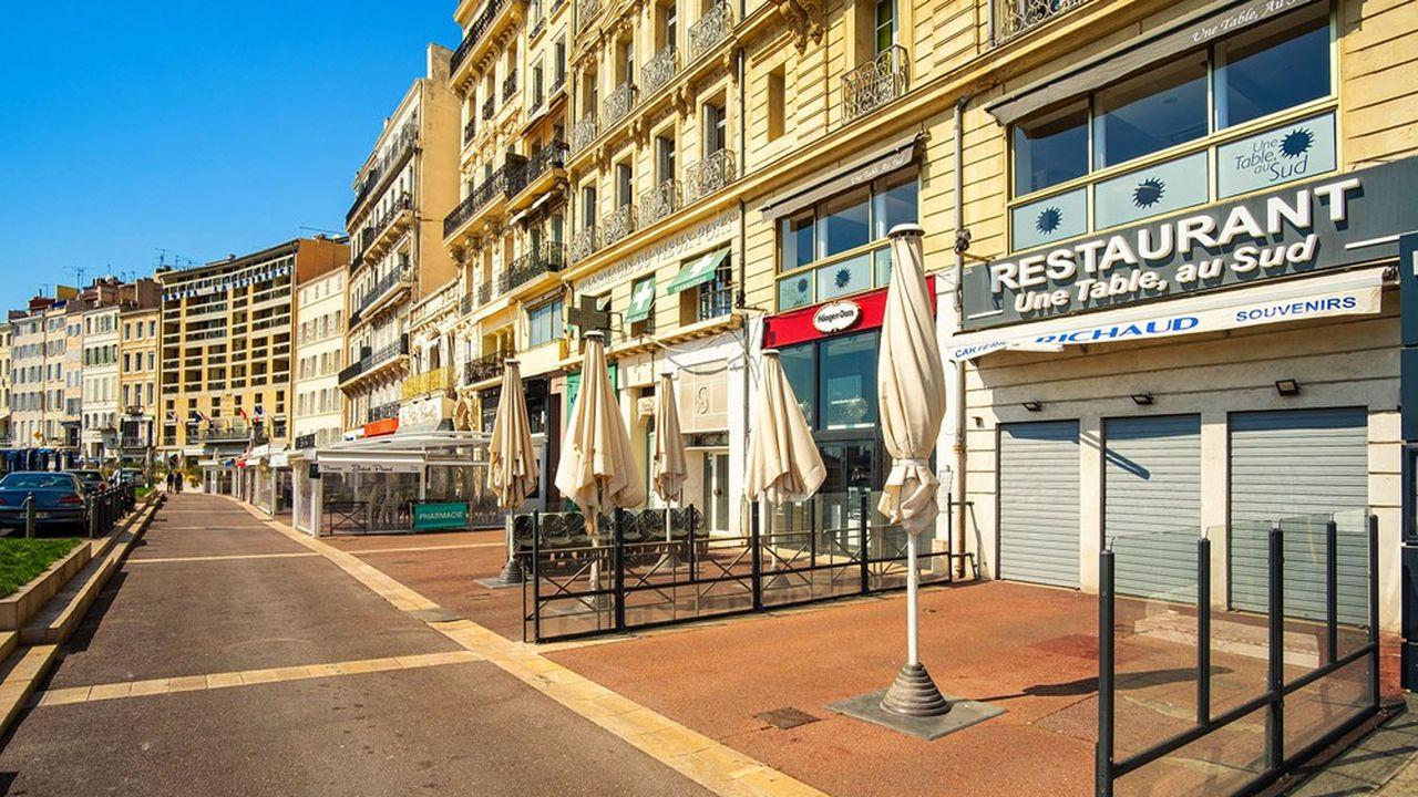 A Marseille, les restaurateurs s'insurgent contre une nouvelle fermeture de leurs établissements.