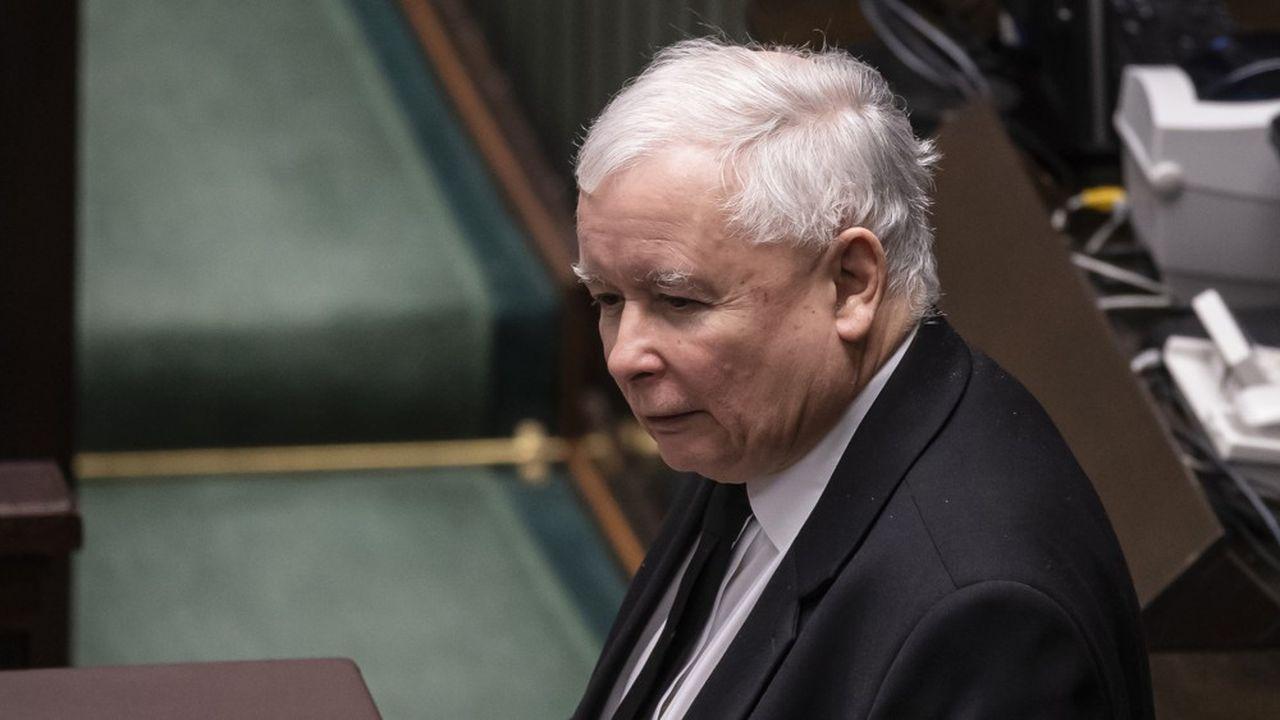 Jaroslaw Kaczynski, ami des animaux et amateur de chats a fait voter une loi sur la protection animale qui a déclenché une crise politique déconcertante en Pologne.