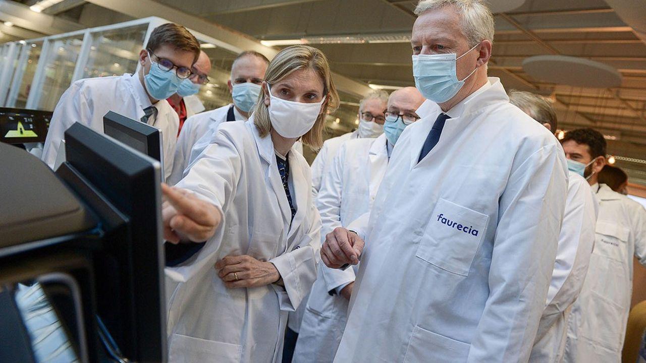 Bruno Le Maire, ministre des Finances et de la Relance, et Agnès Pannier-Runacher, ministre déléguée à l'Industrie, visitent l'usine de Faurecia, le 9 juillet 2020.
