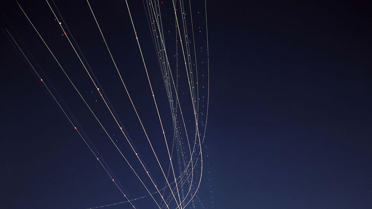 Les actuels «blocs d'espace aérien fonctionnels», destinés à organiser la gestion de l'espace aérien sur la base des flux de trafic et non plus des frontières, seraient abandonnés car «les avions zigzaguent parfois entre différents blocs, ce qui accroît les retards et la consommation de carburants», a indiqué la commissaire aux Transports.