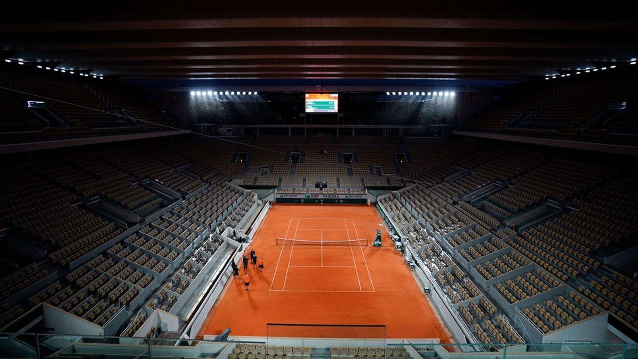 La couverture du court Philippe-Chatrier devait être l'attraction principale de cette édition 2020 des Internationaux de France. La crise sanitaire a gâché la fête. Les fidèles ne pourront se rendre qu'en petit nombre à cette grand-messe du tennis mondial.