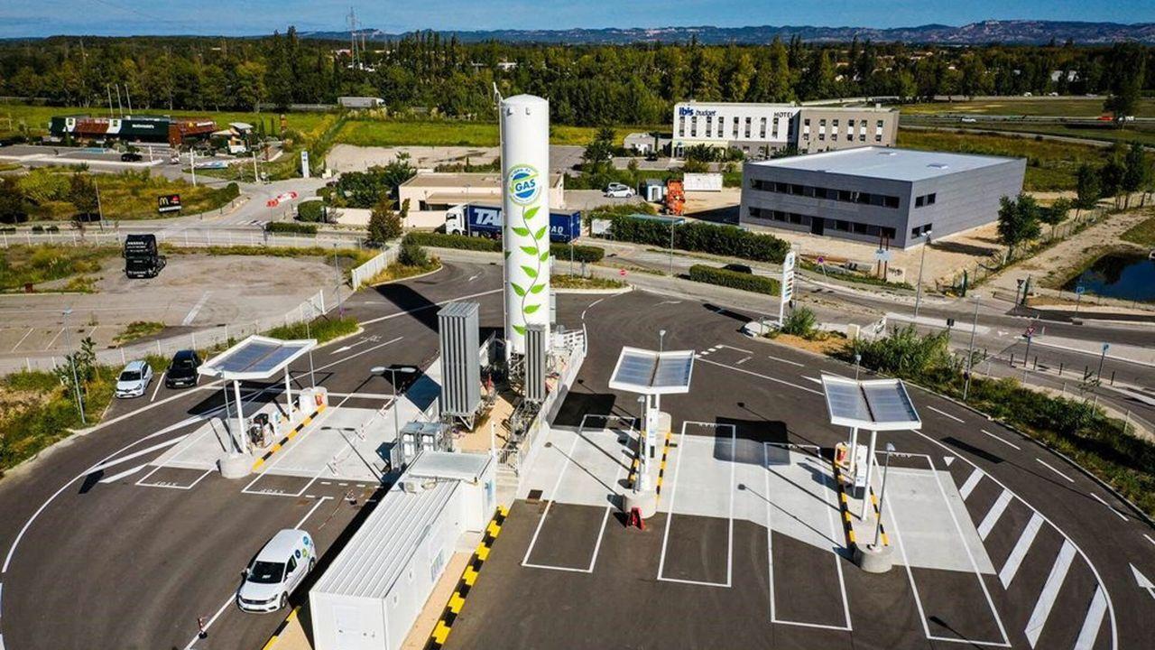 Les stations proposent aux professionnels de la route des pleins de gaz naturel, comprimé ou liquéfié, de l'hydrogène et des charges électriques rapides.