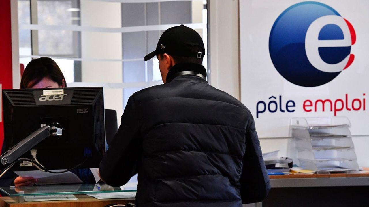 Pôle emploi recrute des milliers de conseillers pour faire face à la hausse du nombre de chômeurs inscrits.