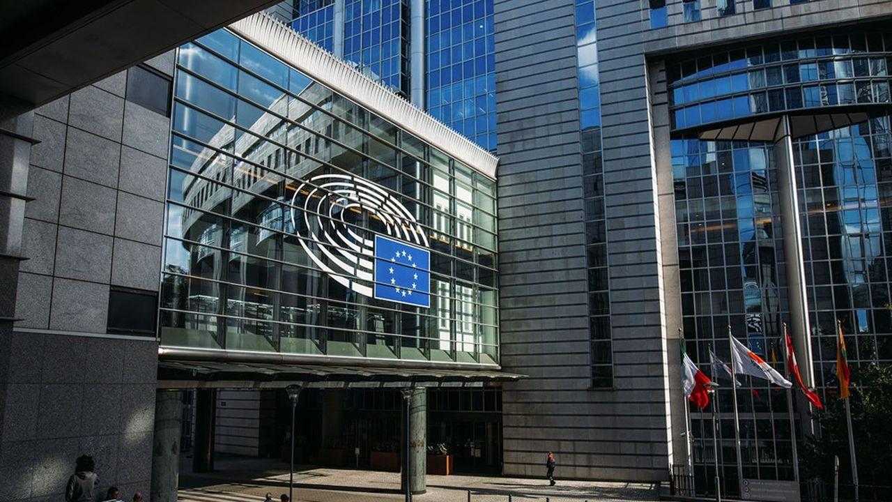 Dans le cadre de la transposition des dernières règles sur les fonds propres, Paris et Berlin défendent devant la Commission européenne des exemptions sur les rémunérations pour les banques de moins de 15milliards d'euros de bilan.