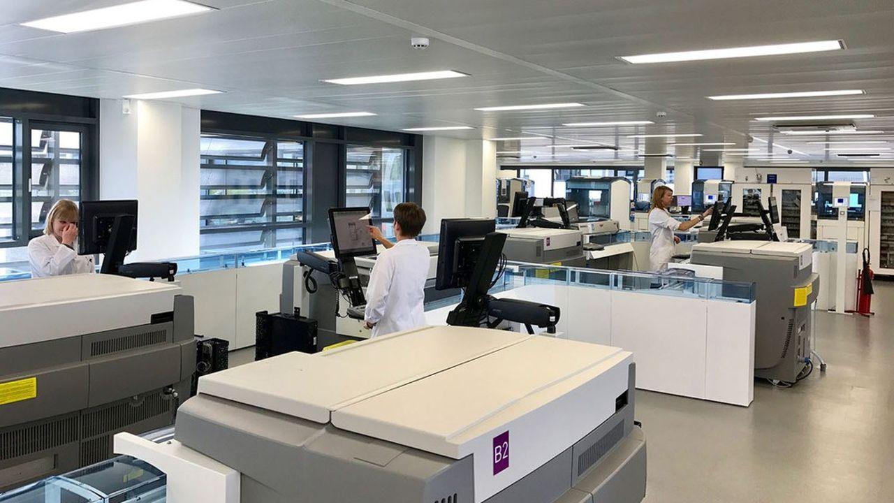 Cerba Healthcare est le premier groupe de biologie médicale en France, avec un chiffre d'affaires de plus d'un milliard d'euros en 2019, 700 laboratoires et 70 plateaux techniques employant 8.000 personnes.
