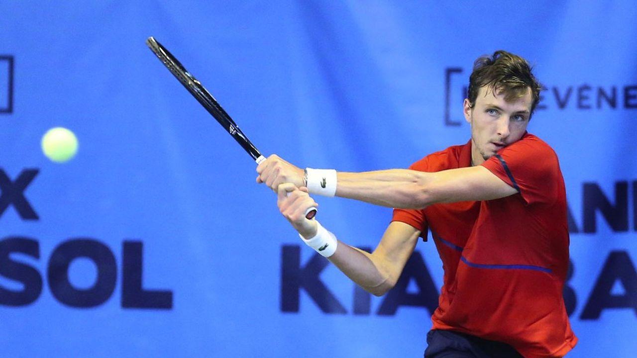 Arthur Rinderknech est invité cette année au premier tour de Roland-Garrosgrâce à sa progression au classement ATP (de la 1000e à la 164e place depuis ses débuts en 2018).