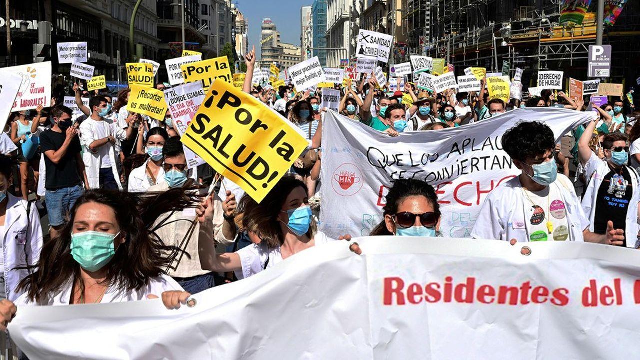 Les médecins de Madrid dénoncent les imprévisions du gouvernement régional et réclament les renforts promis face à la pandémie. EFE/Victor Lerena//EFE_20200727-637314501069891266/2007271300/Credit: VÃctor Leren/EFE/SIPA/2007271301