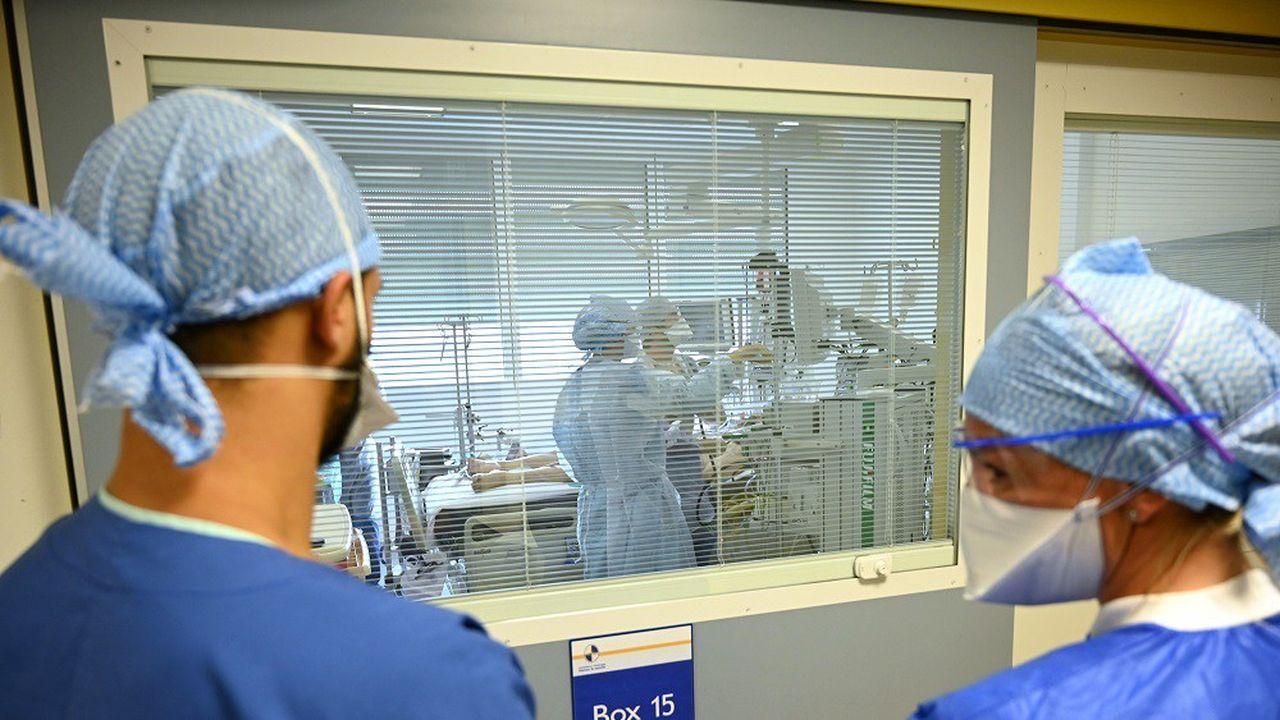 Santé Publique France a recensé 4.204 hospitalisations liées au coronavirus sur les sept derniers jours, dont 786 en réanimation.