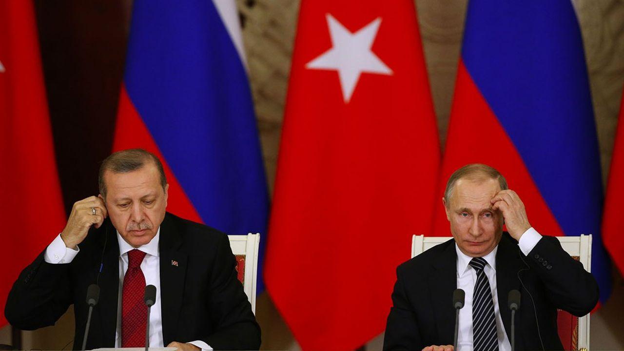 Vladimir Poutine, président de la Russie et Recep Tayyip Erdogan, président de la Turquie après une rencontre à Moscou en mars 2017. Symbole de la nouveauté des temps, on peut désormais légitimement comparer les comportements des deux pays