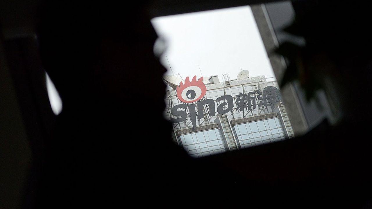 Sina va être totalement privatisé dans le cadre d'un accord de 2,6milliards de dollars avec New Wave, la société du PDG Charles Chao.
