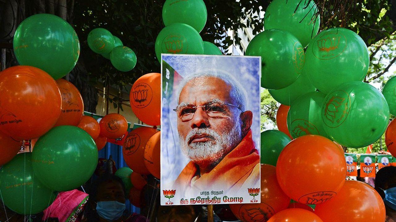 Largement plébiscité, Modi a les coudées franches pour son deuxième mandat.