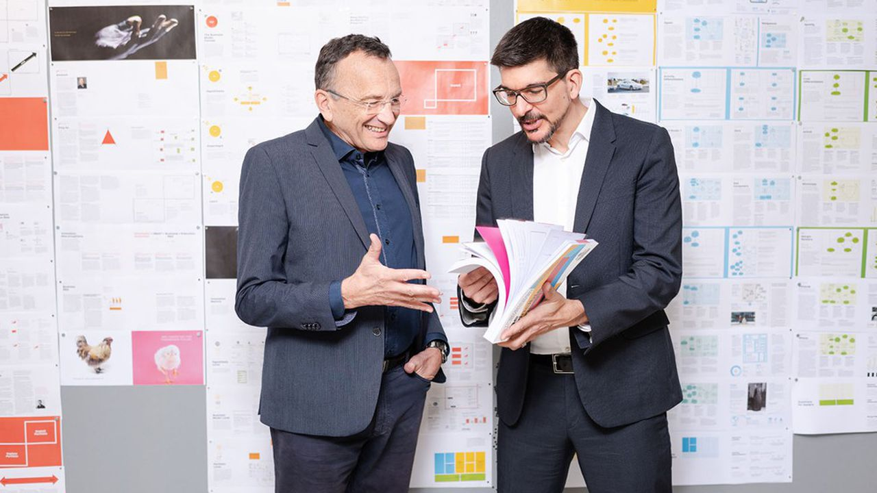 Yves Pigneurs et Alex Osterwalder (à droite) sont les inventeurs d'outils qui ont révolutionné nos façons de penser, représenter et planifier les modèles économiques des entreprises.