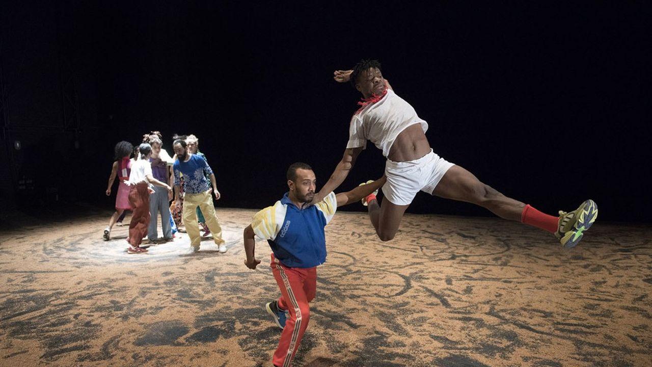 Venue du Burkina Faso, de France, d'Egypte, du Maroc ou de Tunisie, la troupe veut nous dire son impatience à vivre ensemble.