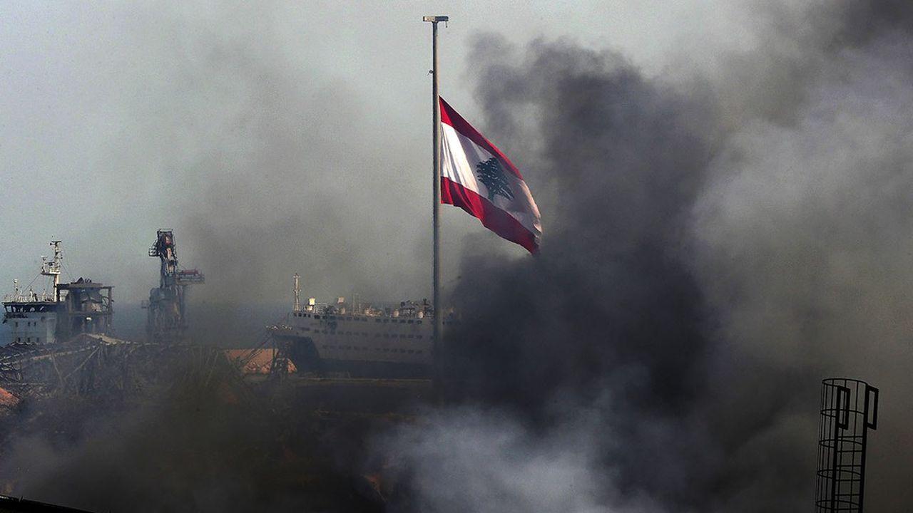 Beyrouth, un jour après les puissantes explosions qui se sont produites dans la capitale libanaise, au sein de la zone du port (Photo by ANWAR AMRO / AFP)