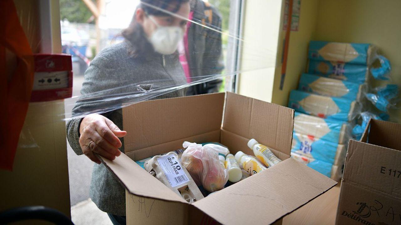 Les files des banques alimentaires ont explosé avec le confinement et l'arrivée de nouveaux précaires.