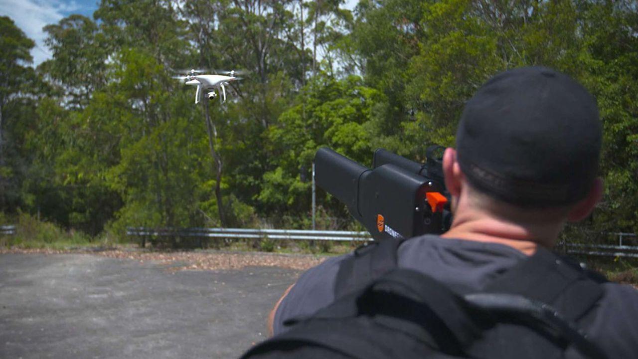 Les fusils à drones utilisent des techniques de brouillage afin que l'appareil se pose au sol ou retourne à son point de départ.