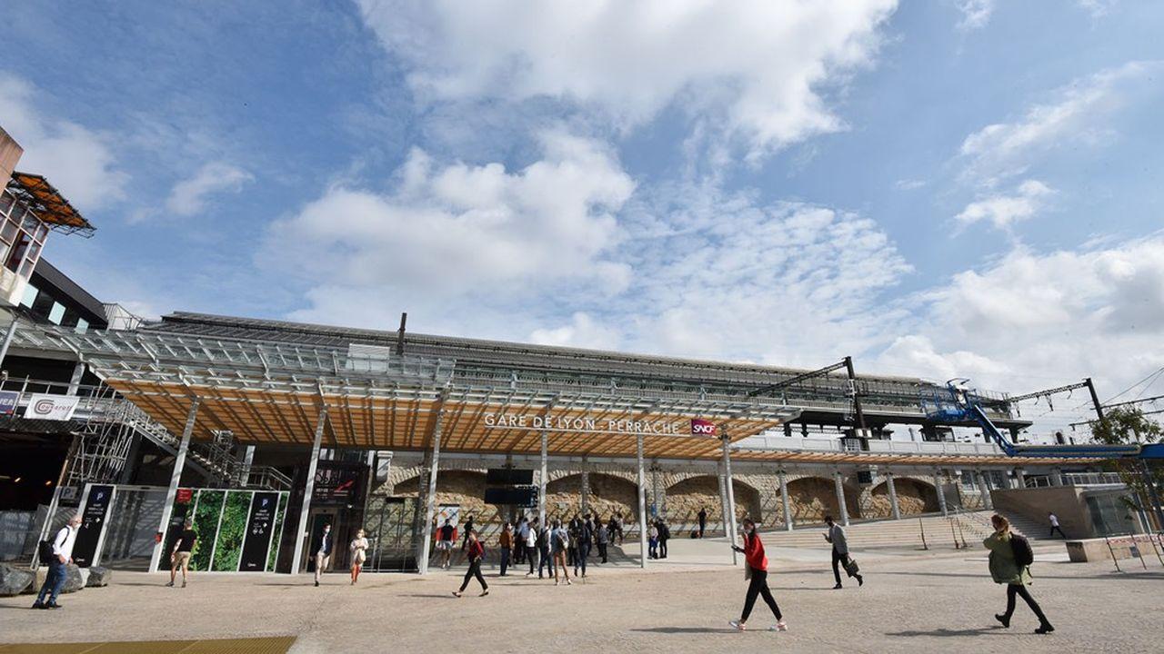 La création du nouveau pavillon voyageurs s'inscrit dans le cadre d'un projet de restructuration du pôle d'échanges de la gare de Perrache.