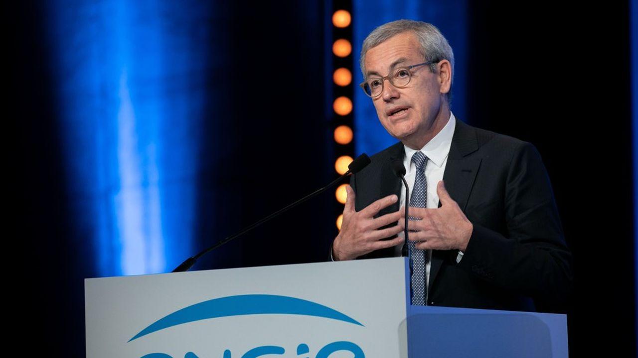 Jean-Pierre Clamadieu, le président d'Engie, a indiqué mercredi soir qu'il n'avait pour l'instant reçu de la part de Suez qu'un document évoquant «une vague marque d'intérêt» pour une offre alternative, sans précision de prix d'achat.