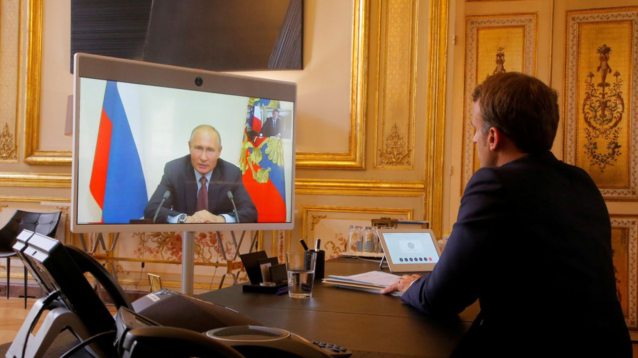 Emmanuel Macron et Vladimir Poutine, ici par vidéo conférence en juin dernier, ont multiplié les discussions ces derniers mois