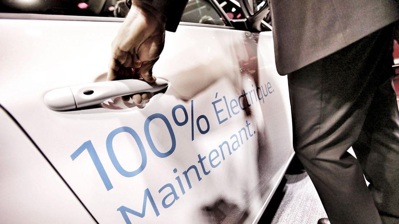 Pour tenir les objectifs de réduction des émissions de CO2 fixés par Bruxelles, certains groupes encore loin du compte vont devoir mettre le paquet d'ici à fin décembre sur les ventes de voitures électriques et hybrides rechargeables.
