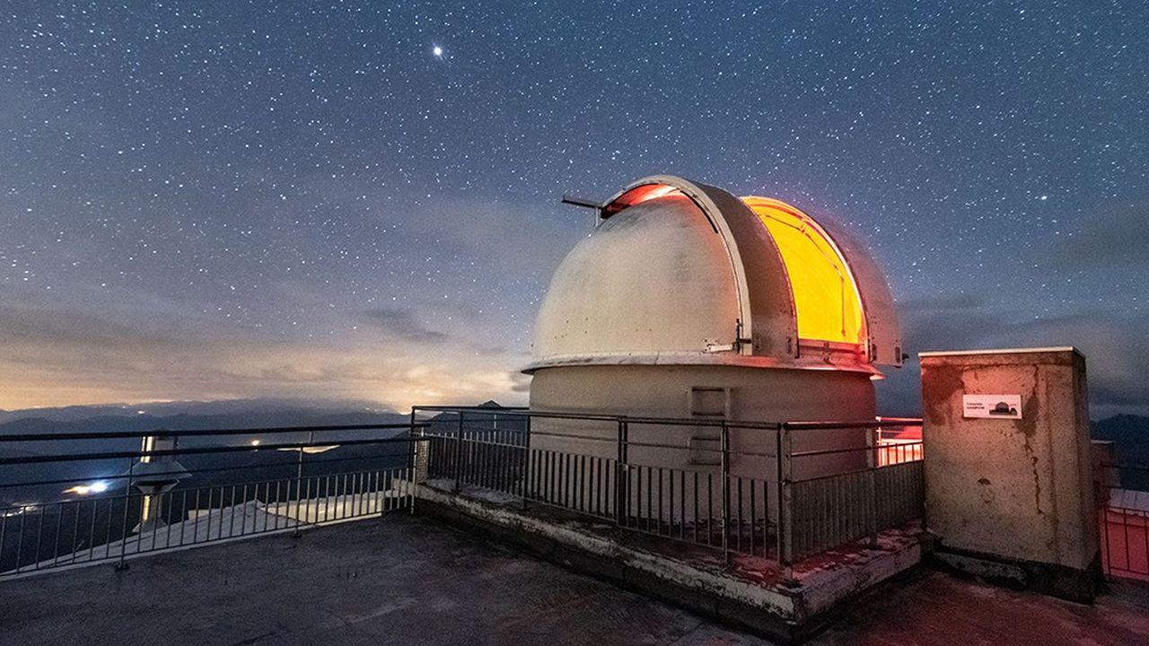 A 2876 mètres d'altitude, l'observatoire du pic du Midi offre une vue exceptionnelle sur la voûte céleste, grâce à la pureté de ses conditions atmosphériques. Le site est classé Réserve internationale de ciel étoilé.