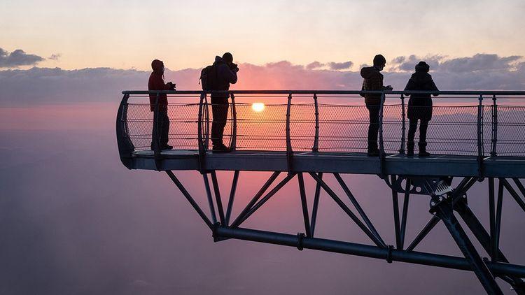 Lever de soleil du ponton du ciel au Pic du Midi.