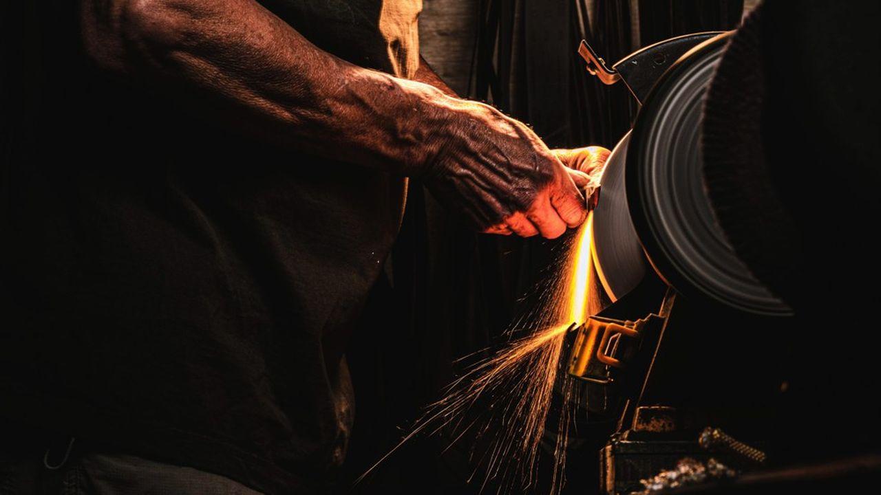 L'entreprise artisanale Wildsteer, située près de Saint-Etienne, fabrique des couteaux.