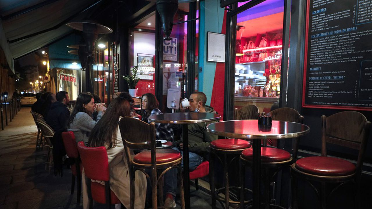 Après les annonces du ministère de la Santé, les bars de Paris anticipent déjà une fermeture.