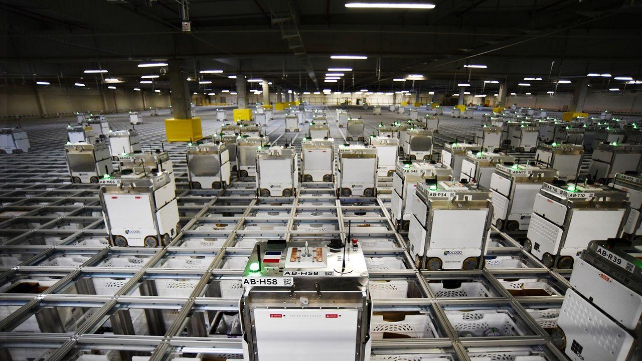 Les robots sont au coeur de la machine de préparation de commandes que l'anglais Ocado a fourni à Monoprix.