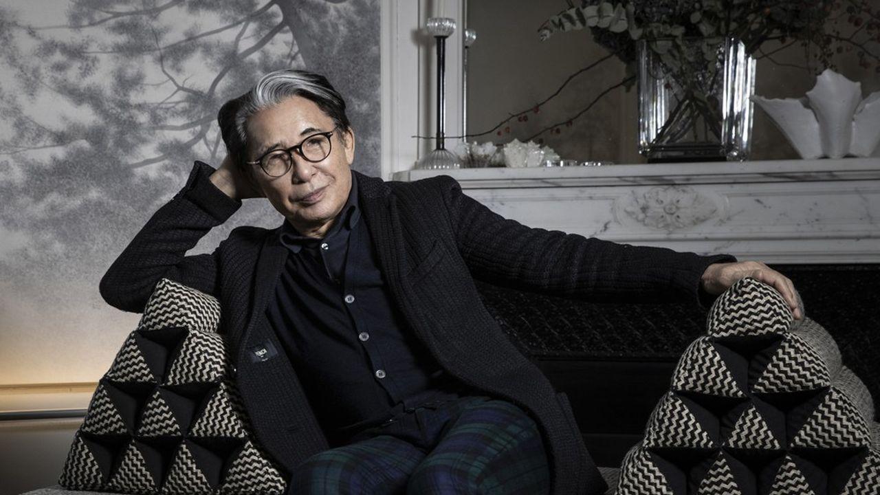 Kenzo Takada, dans sa maison à Paris, en 2019.