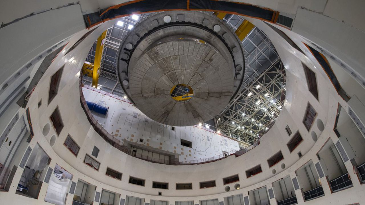 Les neuf secteurs de l'enceinte de 1.400mètres cubes en forme de doughnut pèsent plusieurs centaines de tonnes.