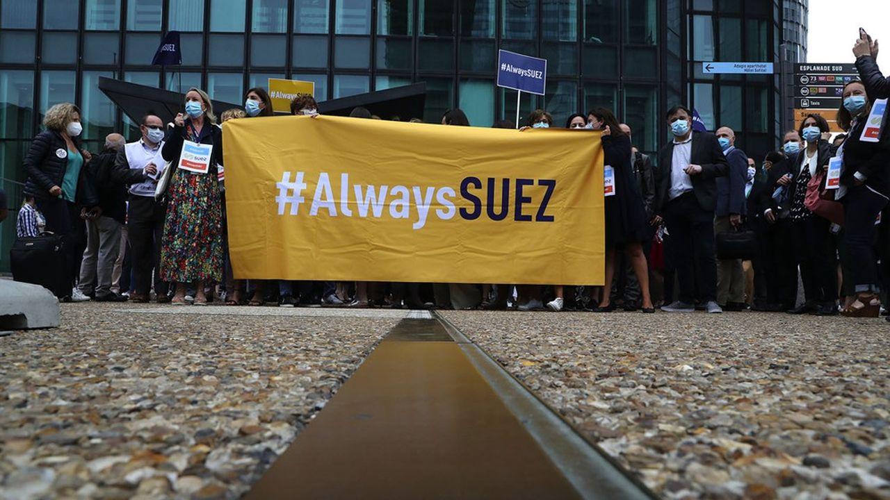 En dépit des promesses de Veolia, Suez agite le spectre de 10.000 suppressions d'emplois en France et à l'étranger.