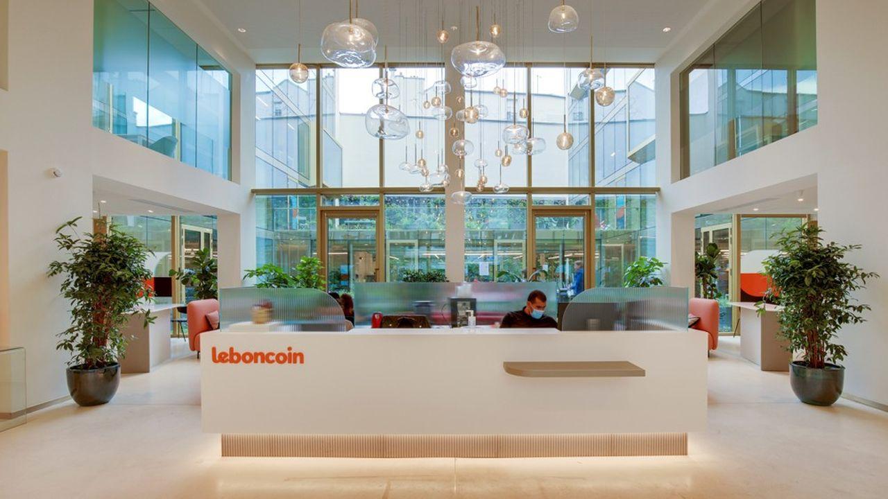 Leboncoin, qui occupe un deuxième site à Paris (ici le hall d'entrée de son nouvel immeuble rue des Jeûneurs), aura recruté 250 salariés en 2020, avec encore une cinquantaine à pourvoir, pour un total de 1.400.