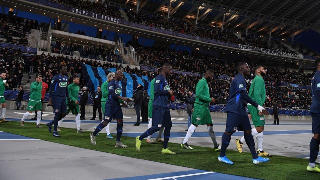 Les joueurs du Paris FC et de l'AS Saint-Etienne au stade Charlety (Paris), le 18janvier 2020.