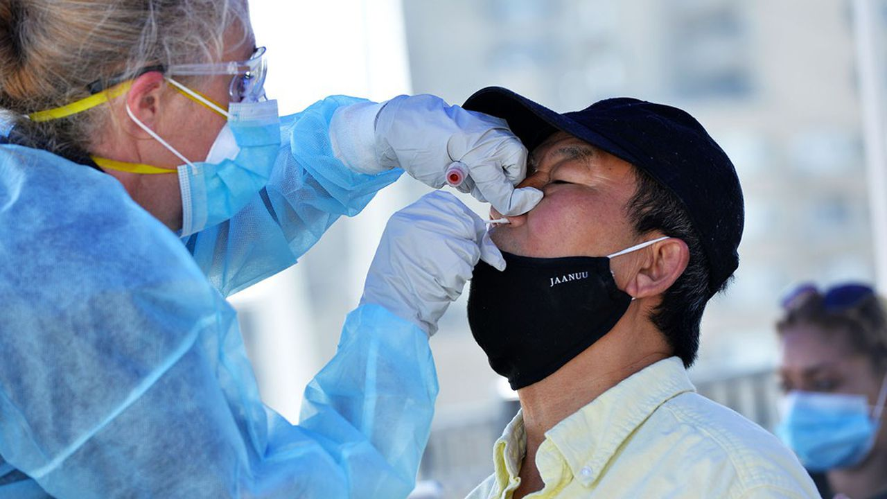 Selon Public Health England, qui comptabilise chaque jour les nouvelles infections outre-Manche, 15.841 nouveaux cas ont été omis entre le 25septembre et le 2octobre.
