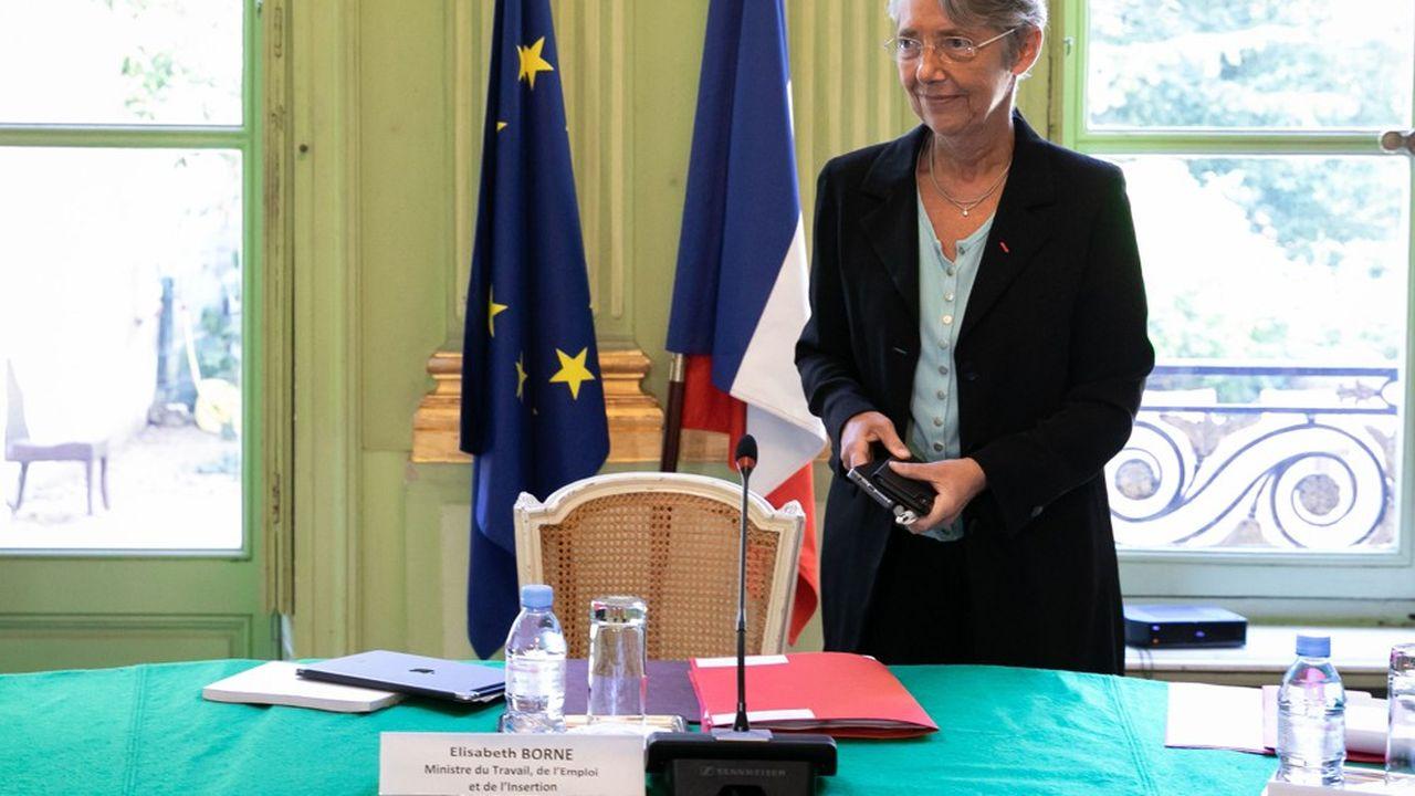 La ministre du Travail, Elisabeth Borne, veut que les représentants du personnel soient consultés sur l'utilisation faite par leur entreprise des aides publiques.