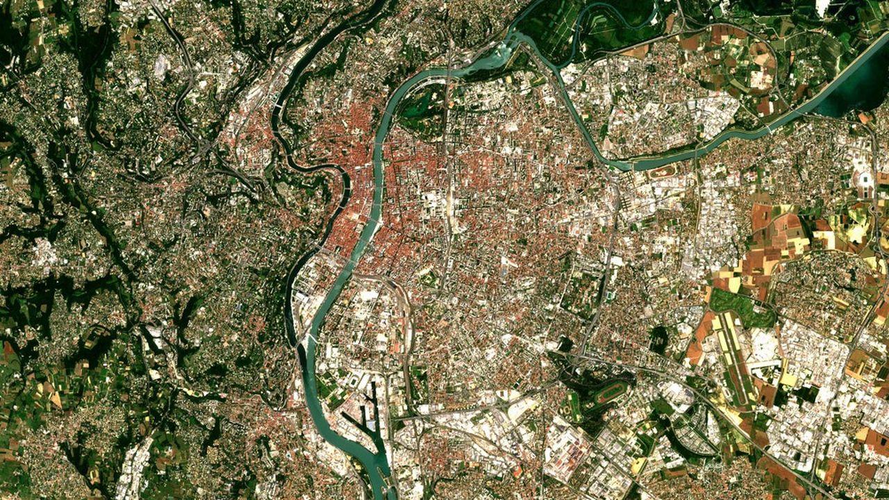 Les bonds technologiques de l'imagerie satellitaire ouvrent un marché à de nouveaux services commerciaux.