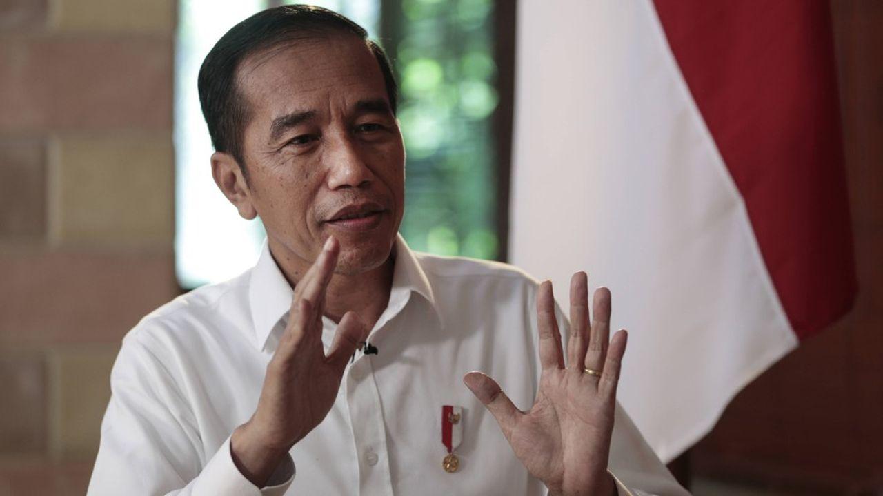 Le président indonésien Joko Widodo veut relancer l'économie entrée en récession au troisième trimestre.