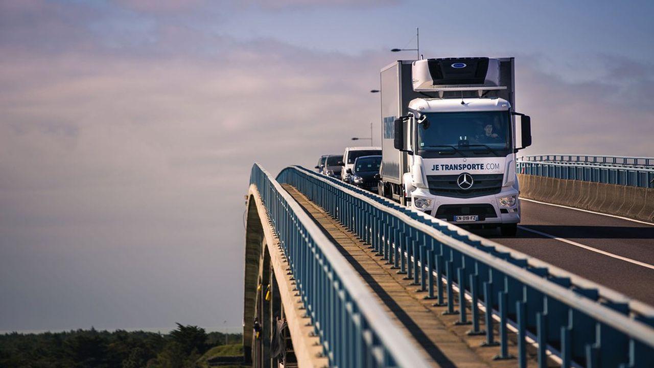 Le groupe se positionne notamment sur l'acquisition de niches de transport complexes.