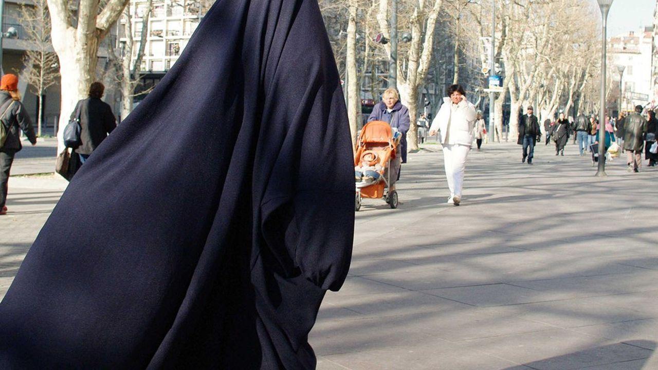 Une musulmane voilée à Marseille, en 2010.