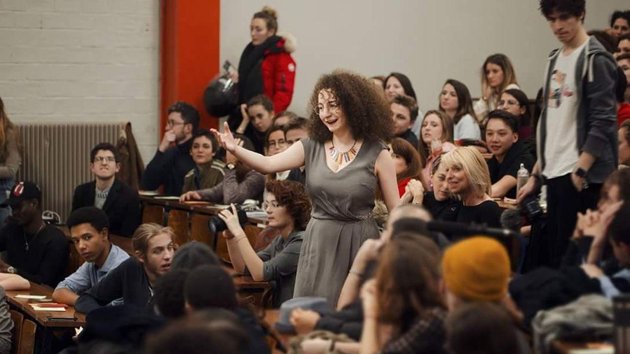 Ancienne étudiante réservée, Laura Sibony a décidé de se jeter dans le grand bain grâce aux concours d'éloquence.